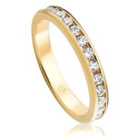 Diamond Wedding Ring in 18K Yellow Gold