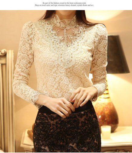 Camisa feminina de renda e gola Royal - Preta ou branca
