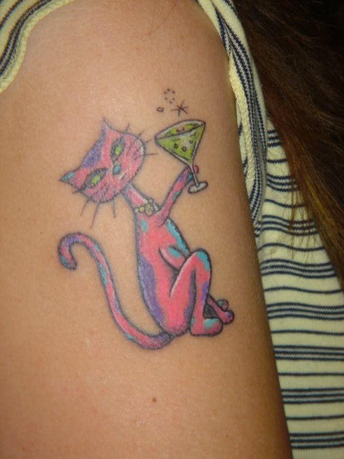Tattoo chat rose en train de boire