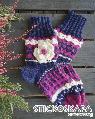 Stickoskapa: Mammas blommiga sockor