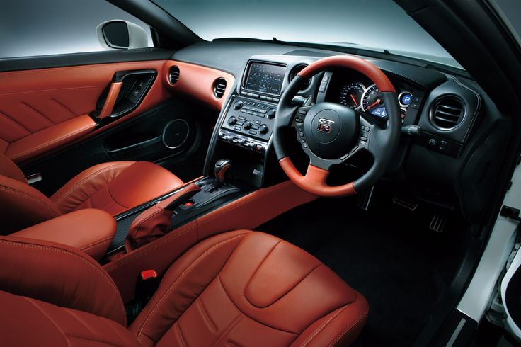 The steering wheel is trimmed in leather, for premium tactility, while the part-aniline leather seats are further embellished with stitched accents, giving the ambience of a genuine GT designed for cross-continental, first-class travel.