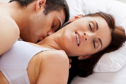 7 Fakta Menghisap Payudara Wanita Plus Tips Agar Pasangan Makin Terangsang