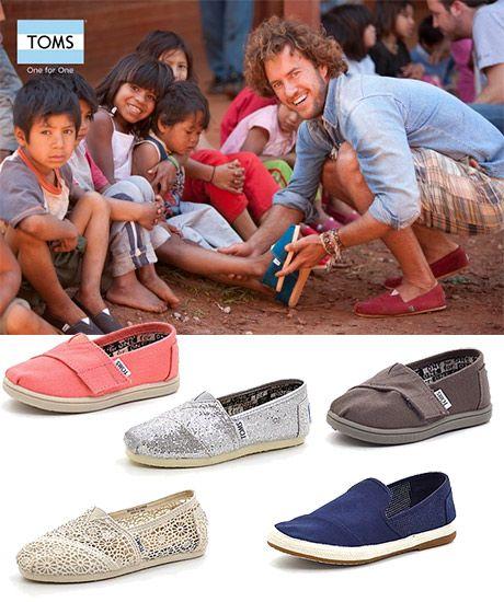 TOMS sko er kendt verden over, for deres unikke filosofi ONE for ONE. Det betyder ganske enkelt at hver gang du køber et par TOMS sko, forærer TOMS et par sko til et barn i den tredie verden ...