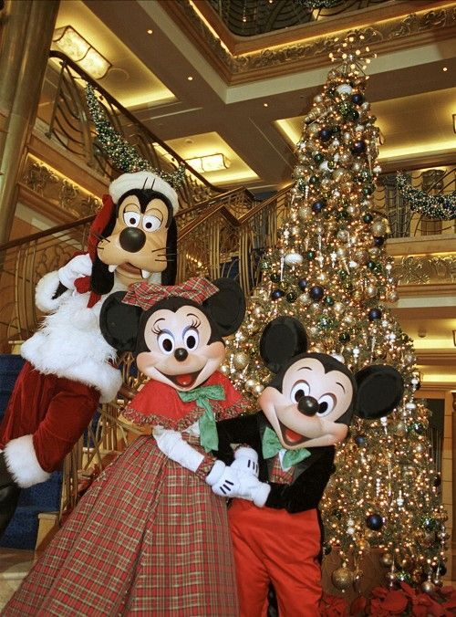 "Ideas for surprising your kids with a trip to DW: one was to wrap a big box with Mickey Mouse/Disney helium balloons. When the kids open the box, up float the balloons. At the bottoms of the strings are their ""invitations."""