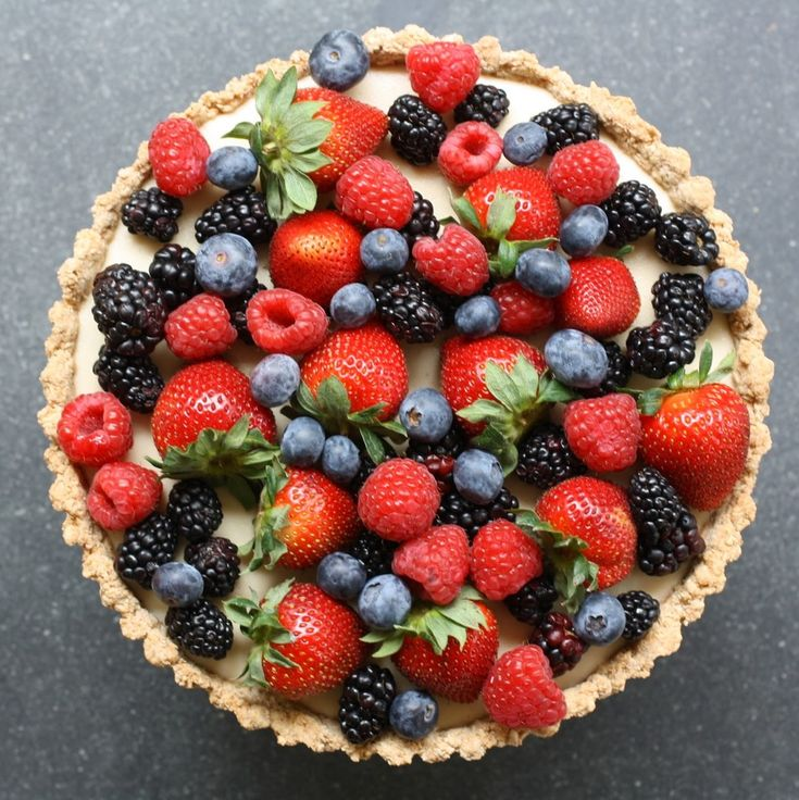 Now that is one spectacular berry tart recipe. And it's not hard! | Delectably Green