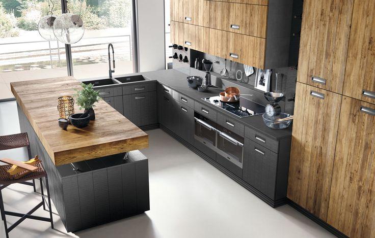 La cucina componibile Lab 40 di Marchi Cucine in stile moderno industrial è una cucina angolare con penisola, caratterizzata dalla grande cappa, lavabo in pietra e rubinetteria Stella.