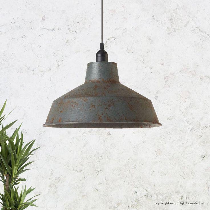 Mooie fabrieks hanglampen Tegenwoordig zijn de fabriekshang lampen weer helemaal…