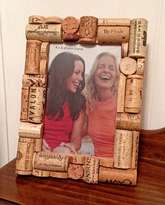 4 x 6 wooden frame decorated with recycled wine corks. Frame can be displayed either horizontally or vertically on a table or hung vertically