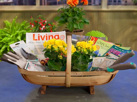 17 best images about gift baskets on pinterest themed gift baskets garden gift basket gardening magazine subscription solutioingenieria Gallery