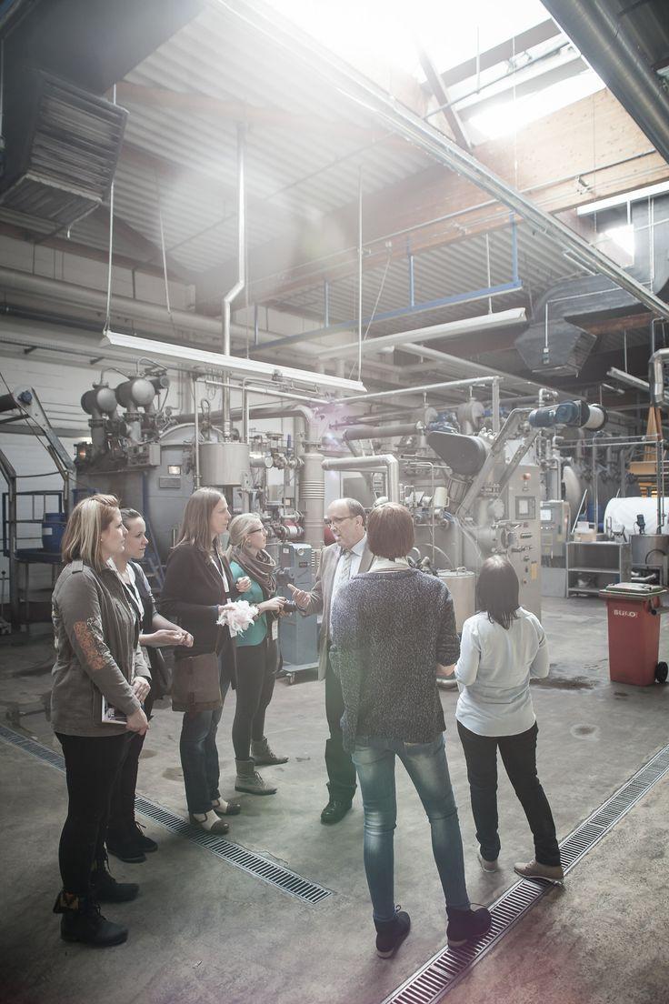 Besuch im Werk. Studenten der #Hochschule Ostwestfalen-Lippe informierten sich bei uns über unsere Produktion. Schön, dass ihr da ward. #drapilux #weberei #besichtigung
