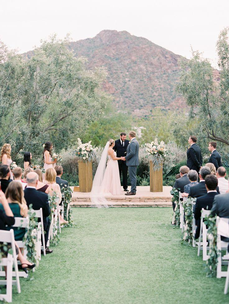 Scottsdale, Arizona Wedding With a Natural Design