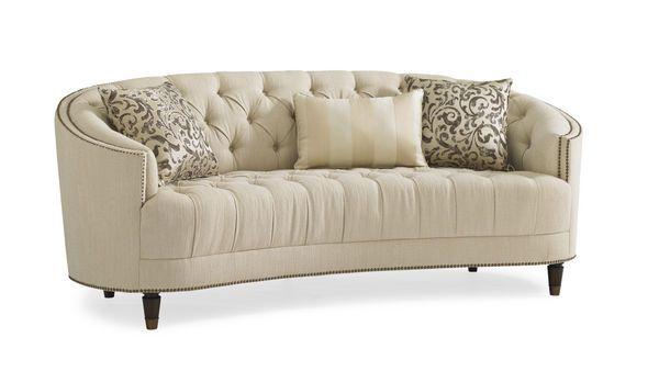 Мягкий и уютный диван из коллекции Classic Elegance. Идеально подойдет к креслу из одноименной коллекции. Мягкие подушки с металлическим акцентом придают оригинальный вид дивану. Выпускается в двух разных цветах.             Метки: Большие диваны.              Материал: Ткань, Дерево.              Бренд: Schnadig.              Стили: Классика и неоклассика.              Цвета: Бежевый.