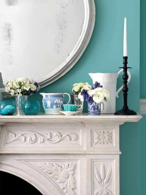 Just look at this white mantel against the aqua blue wall!