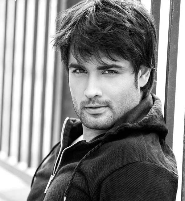 Vivian Dsena BULKS up for his upcoming fiction show