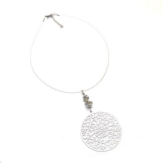 Choker necklace labradorite pendant choker by DSNatureetCreation https://www.etsy.com/listing/496198934/choker-necklace-labradorite-pendant