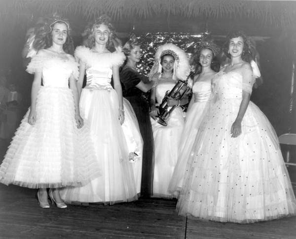 Florida Memory - Florida State University homecoming queen Anne Yates and court - Tallahassee, Florida.