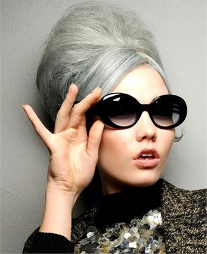 I capelli possono essere di tante tonalità, ma avete mai sentito parlare di capelli grigi? La nuova tendenza 2013 svela proprio che questo nuovo colore sia alla moda e gradevole alla vista. http://www.mitrucco.it/capelli-grigi-nessun-problema-sono-di-moda/