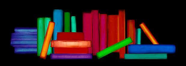 Penelope Davis, Corpus, 2014 / 2014 © www.lumas.de/ #LumasAbstrakt,  Ausstellungsexemplare,  blau,  Buch,  Bücher,  bunt,  Farbe,  Fotografie,  Fotogramm,  Fotogramme,  Glanz,  grafisch,  grün,  leuchten,  leuchtend,  lila,  Literatur,  minimalistisch,  neon,  orange,  rot,  Stillleben,  Stimmung,  violett