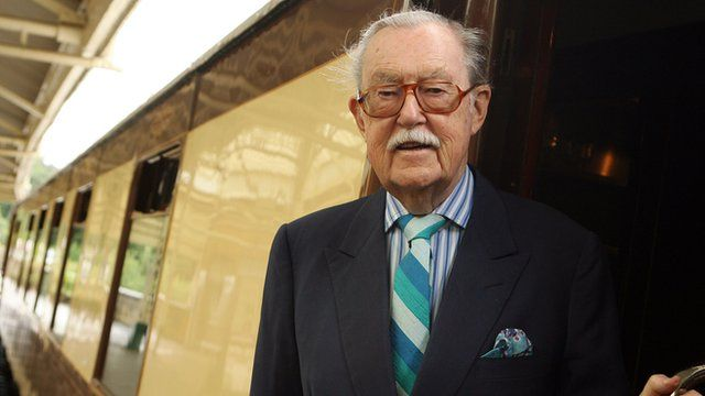 Journalist and broadcaster Alan Whicker has died at the age of 87 after suffering from bronchial pneumonia.