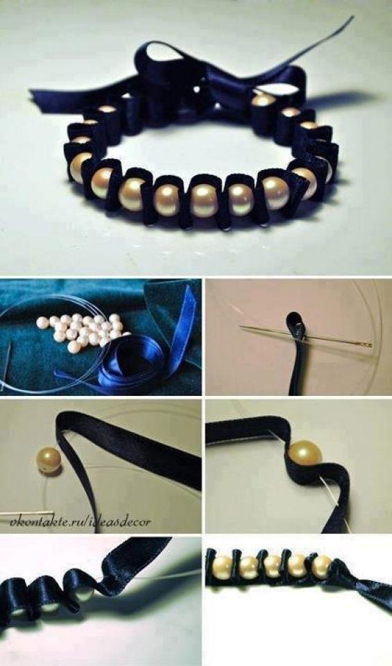 Bracelete com fita de cetim azul e pérolas