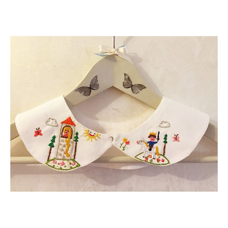 Peter Pan collar made of cotton pique and embroidered by hand. The collar can be worn over t-shirts and dresses. original and fun to wear! Material: embroidered collar , cotton collar Item Fit / Dimen