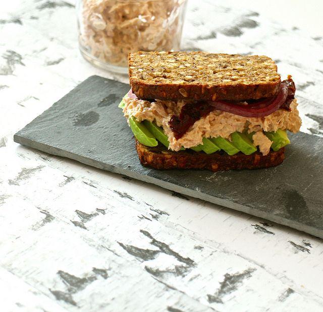 Rugbrødssandwich med tun og avocado