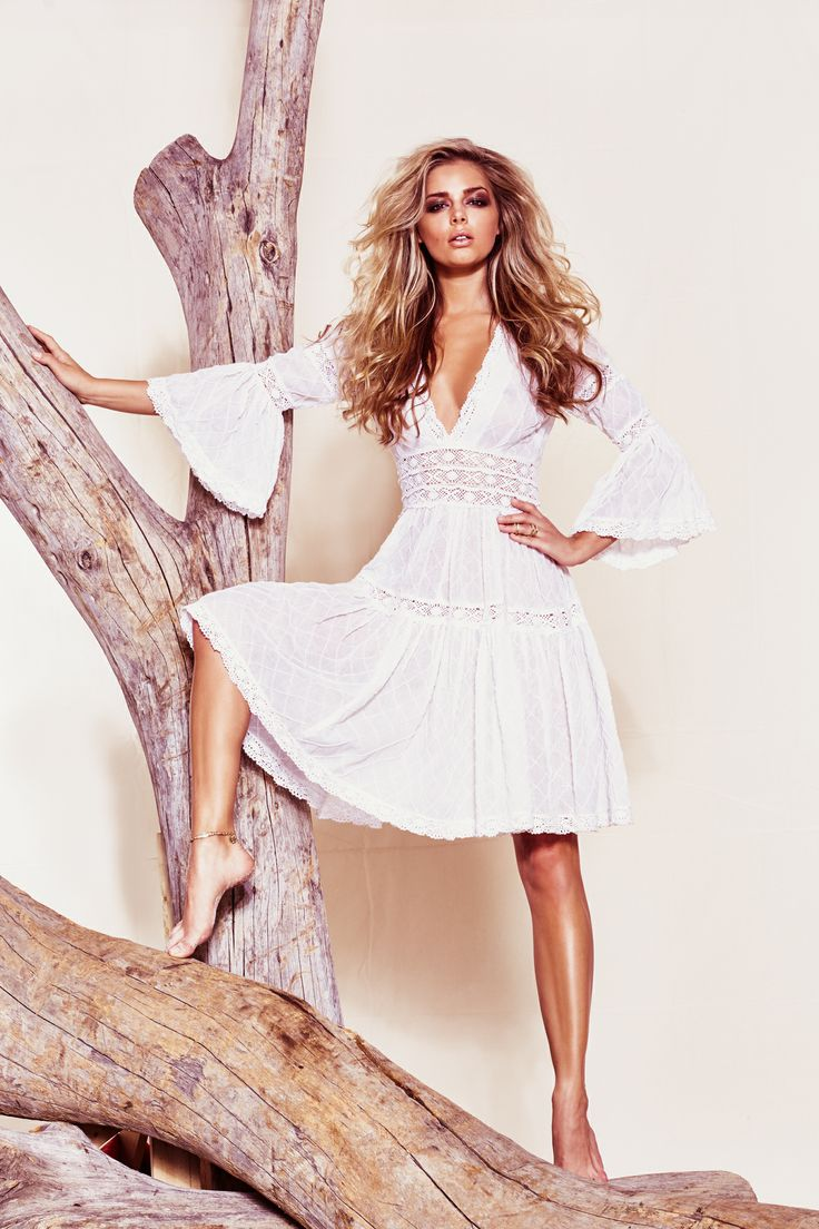 The perfect little white dress for spring! de Guess