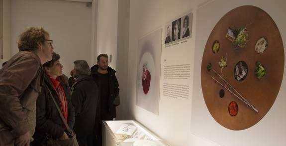 La fragua de un plato - Levante-EMV. Exposición #DiseñoAlPlato en la que David Carrión, el #Chef del #RestauranteSubmarino aportó su know how.