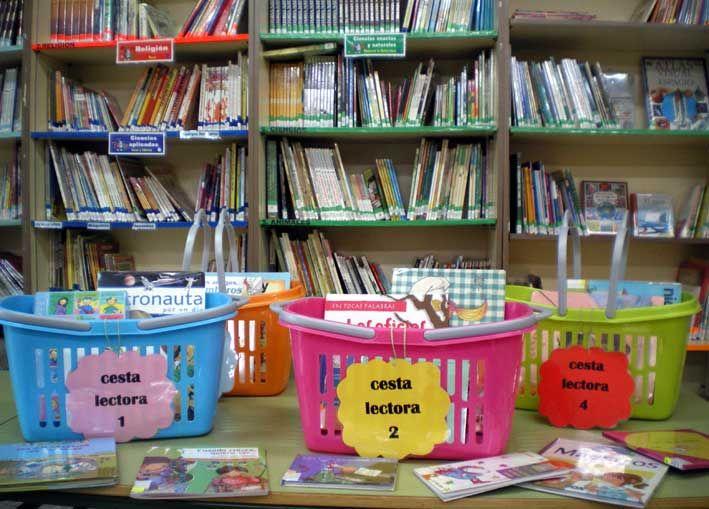!! Que circulen los libros !!  Éste es uno de nuestros propósitos y para lograrlo abrimos caminos desde la biblioteca escolar: con los préstamos a los niños en los recreos, préstamos a los pr...