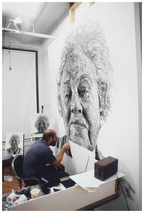 Chuck Close at work on Fanny/Fingerpainting, 1985 © Chuck Close, courtesy The Pace Gallery