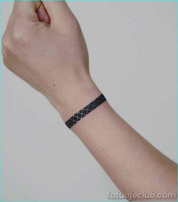 35 Unicos Brazaletes De Muneca Y Tatuajes De Bandas Para Probar Bandas Brazaletes Probar Ta Tatuaje De Pulsera Tatuaje De Brazalete Tatuaje Muneca Pulsera