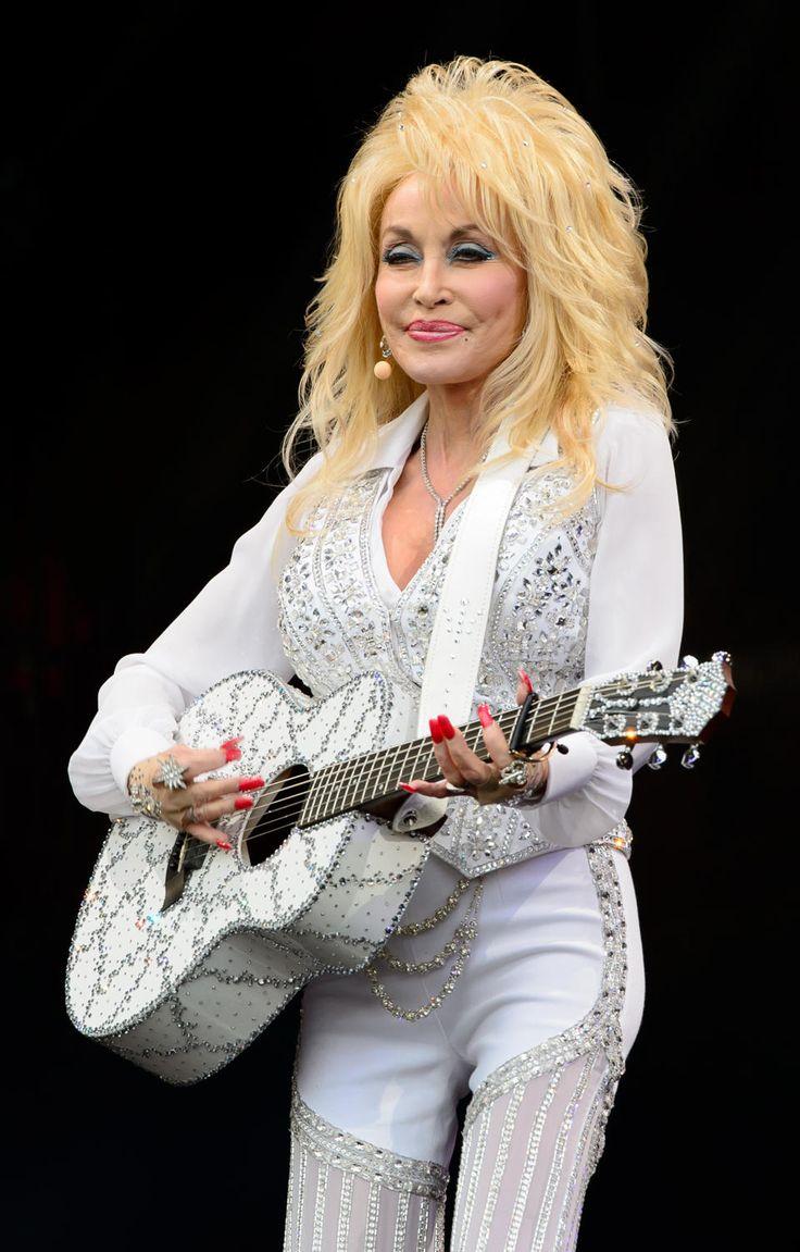 Dolly Parton thrills crowd at Glastonbury Festival - Yahoo ...