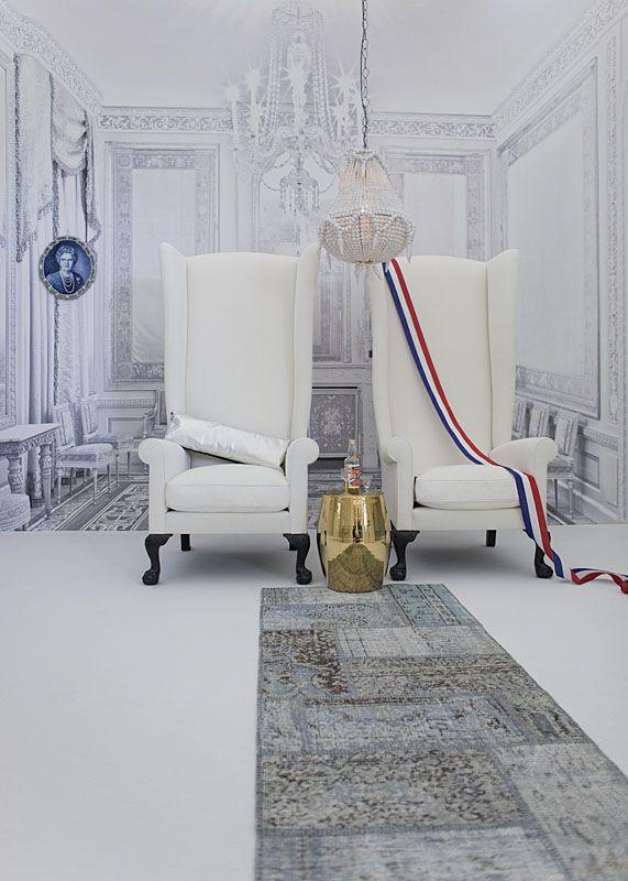 Koninklijke zetels in het binnenkijk-huis van Willem ...