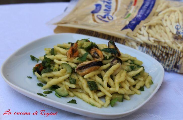 Trofie zucchine e cozze, un primo piatto saporito e semplice da realizzare con i sapori di terra e mare, perfetto abbinamento.