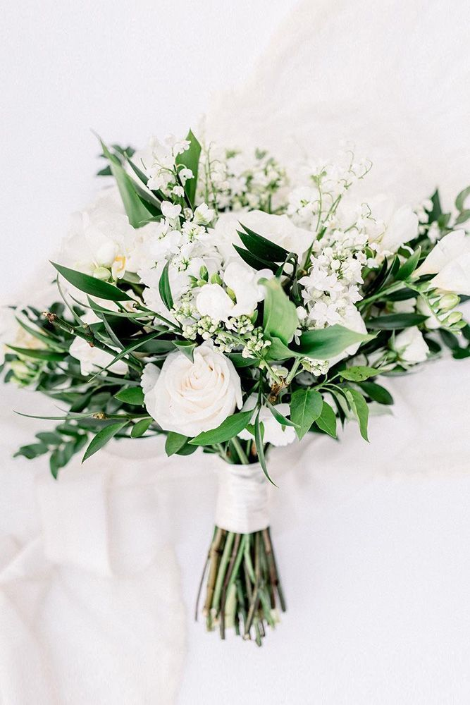 42 White Marriage ceremony Bouquets for Each Season