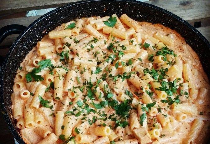 Majorannás csirkés tészta recept képpel. Hozzávalók és az elkészítés részletes leírása. A majorannás csirkés tészta elkészítési ideje: 65 perc