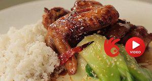 Pečená kuřecí křídla s čínským zelím a jasmínovou rýží