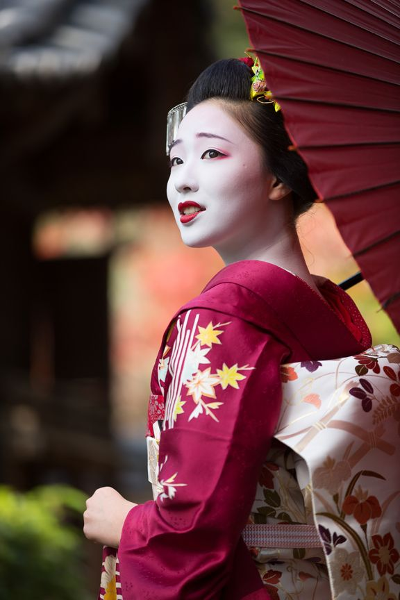 Oiran & Geisha | Back in november with the maiko Mamefuji. (Source)