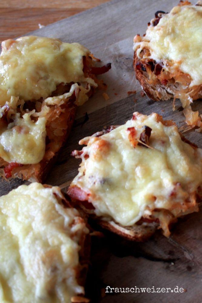 Rezept: rustikales Brot mit Sauerkraut und Speck, überbacken mit Käse- hmmmmmm