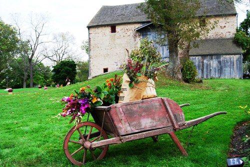 17 Best Images About Farm Weddings On Pinterest: 17 Best Images About Old WheelBarrows On Pinterest