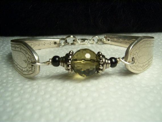 vintage spoon bracelet! love!Nice Spoonhandl, Spoons Handles Bracelets, Vintage Spoons, Silver Spoons, Nice Spoons Handles, Spoons Rings, Spoonhandl Bracelets, Spoons Bracelets, Handmade Jewelry