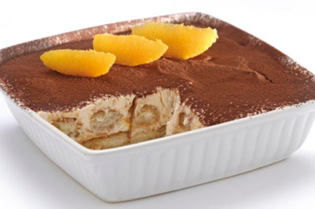 Orangen bringen fruchtige Frische in den italienischen Dessert-Klassiker.
