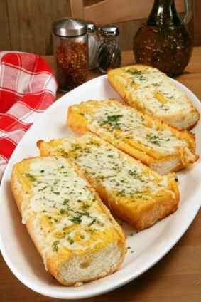 North Woods Inn Garlic Cheese Bread – this goes so well with a bowl of home made soup. -[#copycat friendly #recipe from CopyKat.com; visit the blog to see more about this recipe.]