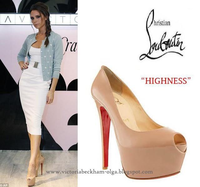 Виктория Бекхэм: Обувь Виктории Бекхэм - бежевые туфли от Christian Louboutin