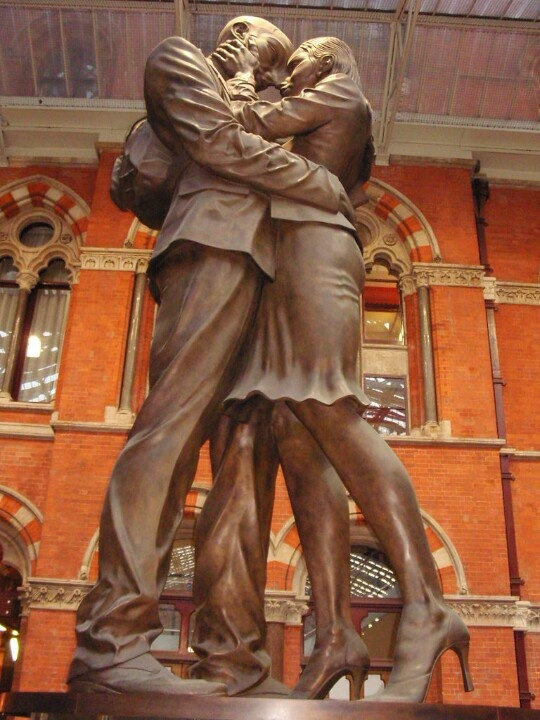 Giant lovers say goodbye, St Pancras station, London