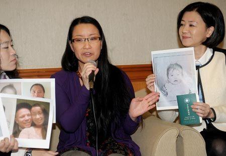 Sabina Soderlund, center, and Wang Yu-Min, right, during a press conference at the Legislative Yuan, Jan. 15. (Photo/CNA)