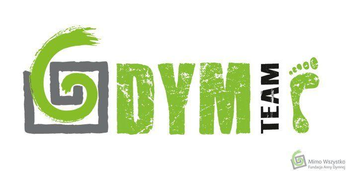 """DymTeam - grupy biegaczy długodystansowych z logo Fundacji Anny Dymnej """"Mimo Wszystko"""" na koszulkach"""