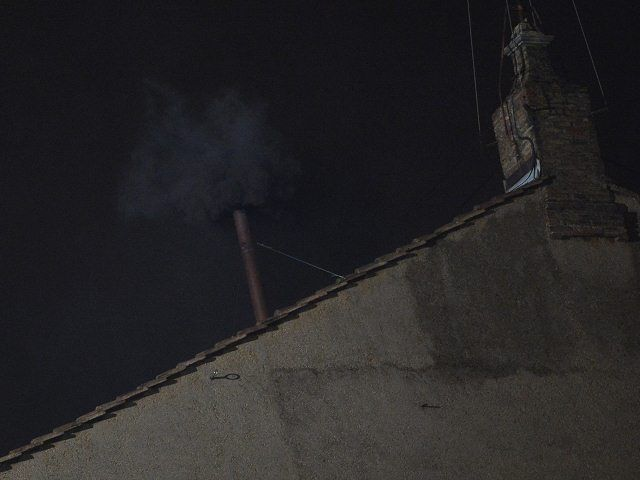 No hay papa: primera votación culmina con humo negro - Cachicha.com