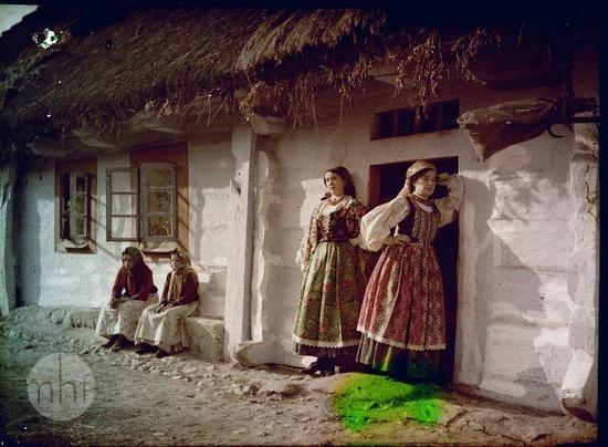 Wiejska scena rodzajowa. Fotograf Tadeusz Rząca. Polska - okolice Krakowa. 1910-1920. Utwór w domenie publicznej.