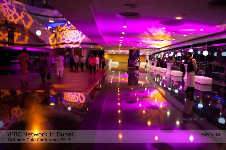 Ruang lobby untuk acara Welcome Dinner, bernuansa ungu